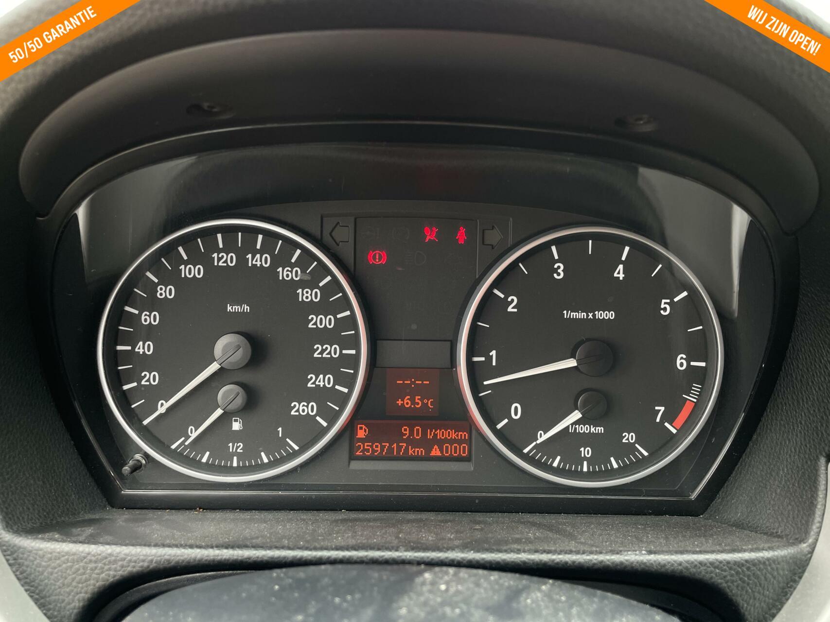 """Caroutlet Groningen - BMW 3-serie 318i High Executive   GROTE NAVI   18"""" LMV NW BANDEN   GETINT GLAS"""