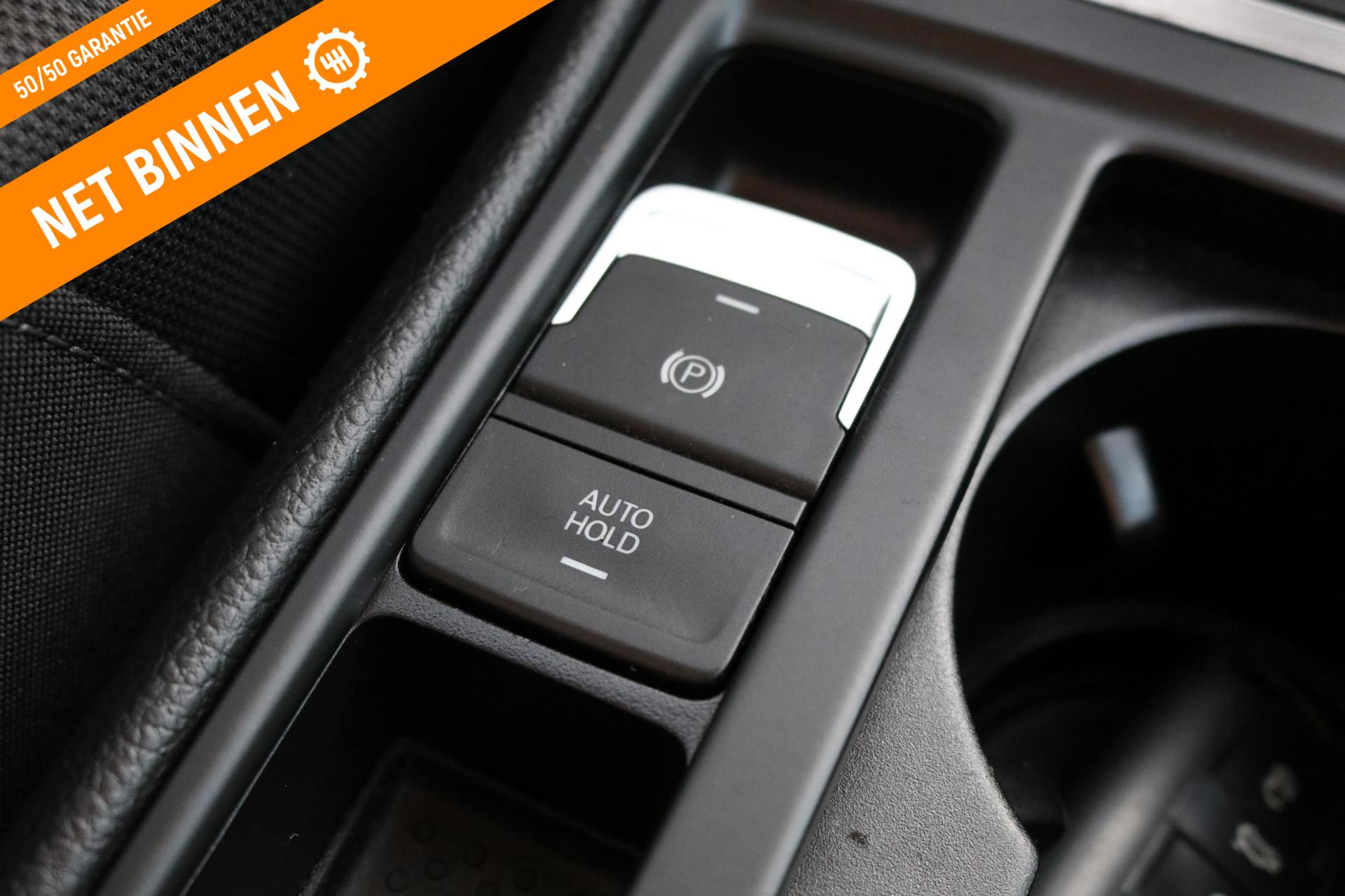 Caroutlet Groningen - Volkswagen Golf 1.2 TSI Highline 5D | CLIMA | NAVI | CRUISE
