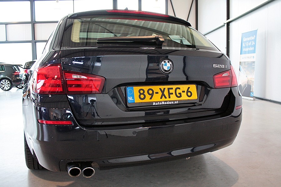 BMW 5-serie Touring 528i High Executive Panodak/Sportstoelen