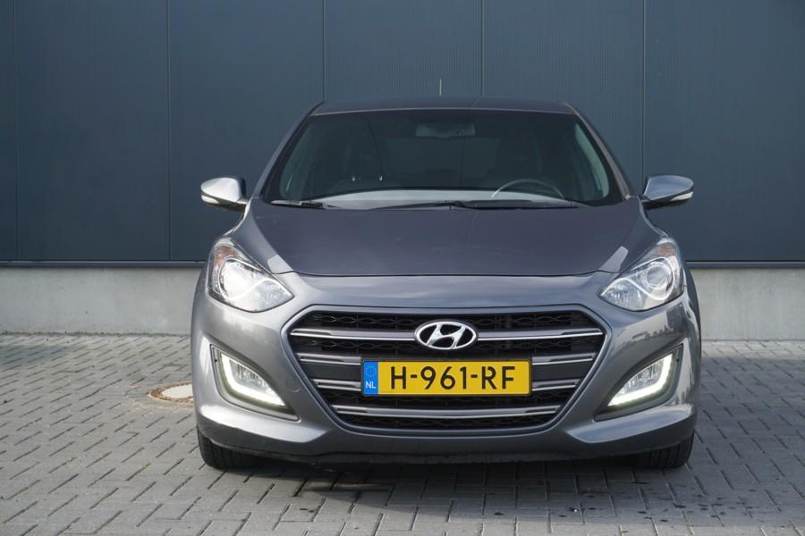 Hyundai i30 1.6 CRDi COMFORT A-CAMERA - PDC - NAVI - CLIMA
