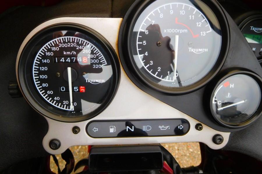 Triumph Sprint 900 met slechts 14.474 KM