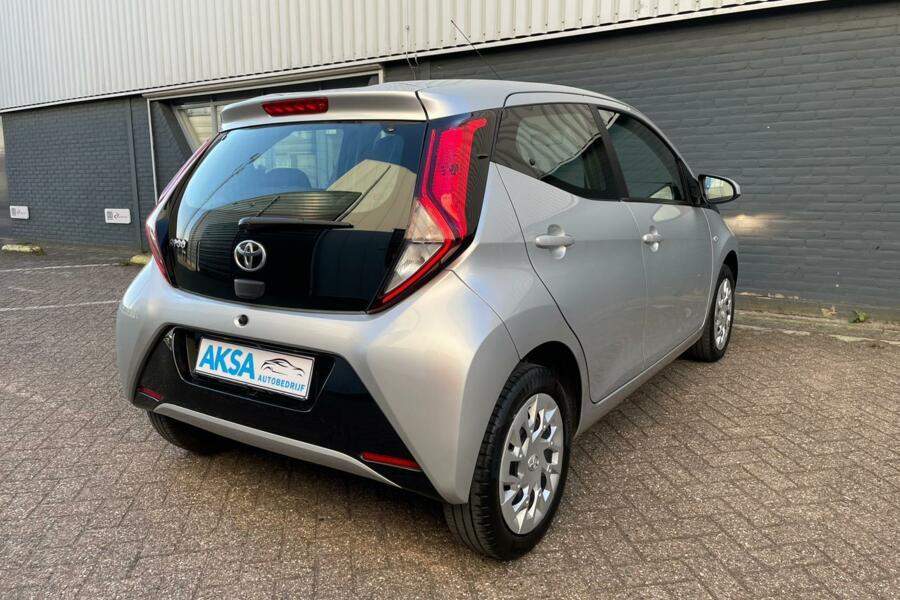 Toyota Aygo 1.0 VVT-i x-play   Camera   Navi   Bluetooth
