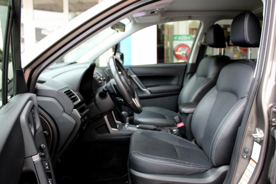 Subaru Forester 2.0 CVT Premium * Trekhaak * Navigatie * 18 inch