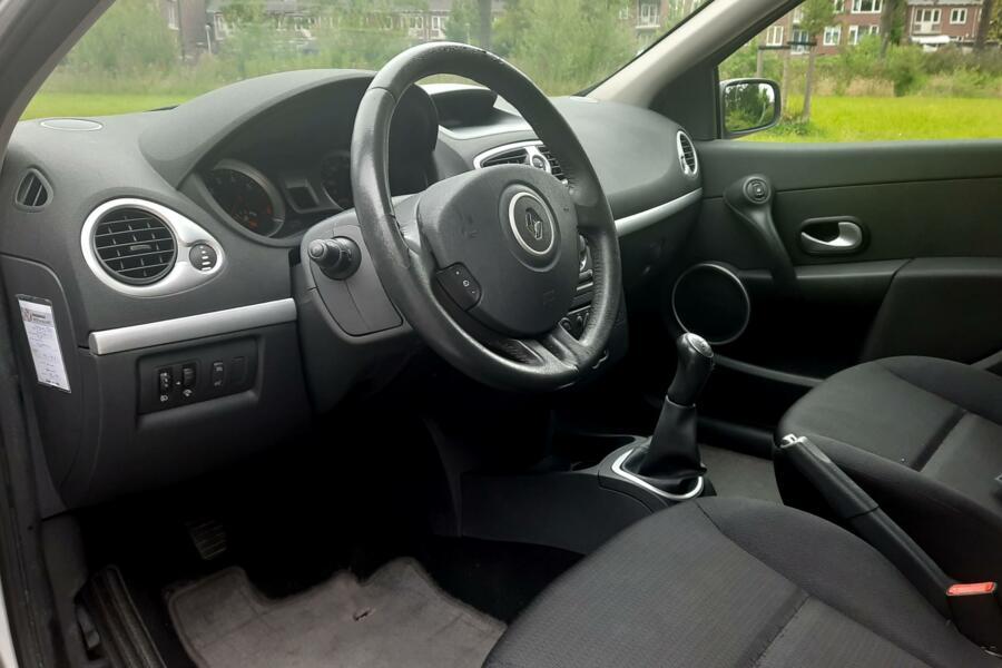 Renault Clio 1.2-16V Collection NAP/CRUISE/VELGEN