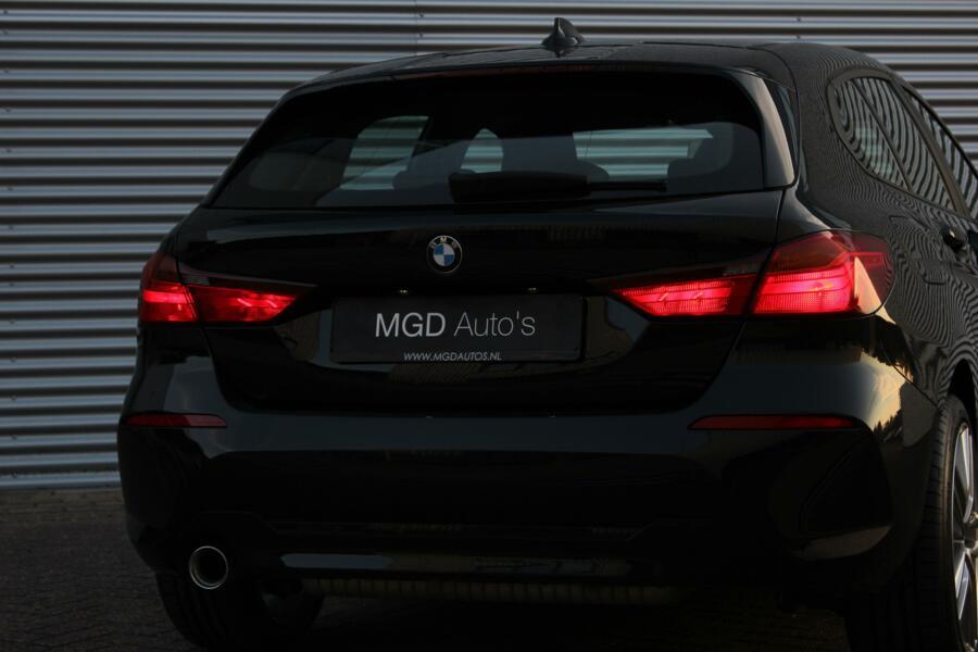 BMW 1-serie 118i /LED/APPLE CARPLAY/NAVI/STOELVERW./18 INCH/PDC V+A/CRUISE!