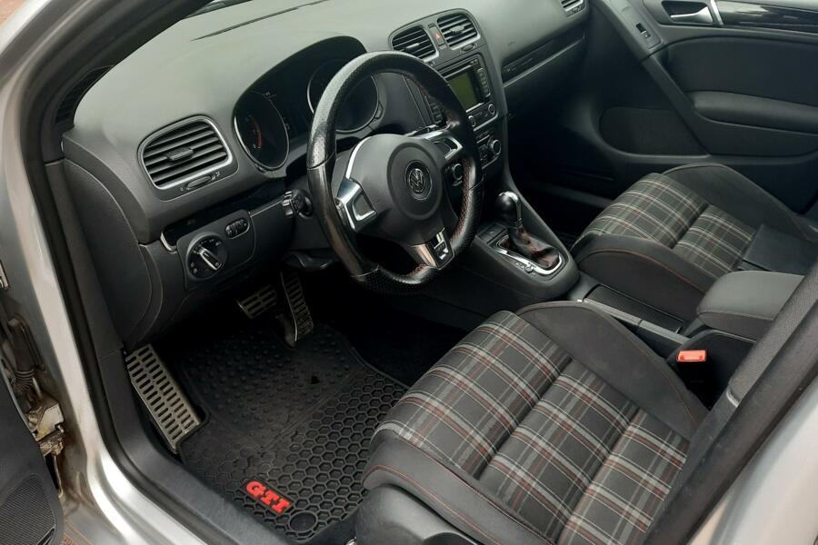 Volkswagen Golf 2.0 GTI NAVI DSG CLIMA PDC