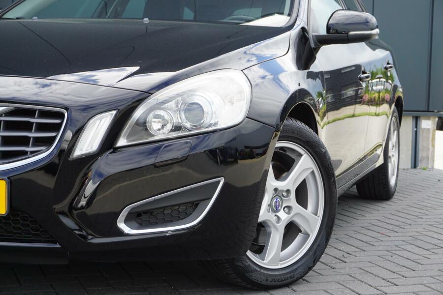 Volvo V60 2.0T AUTOMAAT MOMENTUM DEALER ONDERHOUDEN