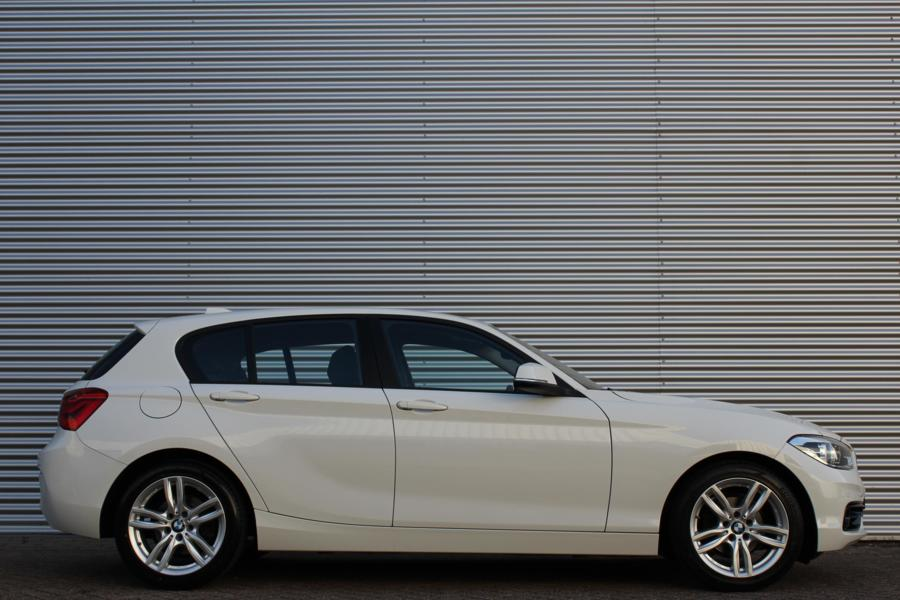 BMW 1-serie 118i Sportline Automaat /LED/XENON/NAVI/SPORTSTOELEN/STOELVERW./PDC!