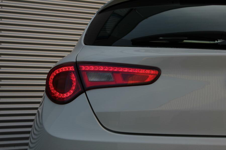 Alfa Romeo Giulietta 1.4 T Progression /LED/CLIMATE/CRUISE/17 INCH/DNA-SYSTEM!