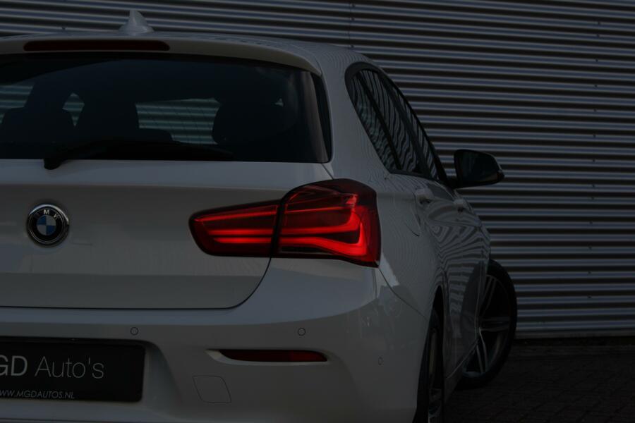 BMW 1-serie 118i Sportline /XENON/LED/NAVI/PARK-ASSIST/SPORTSTOELEN/STOELVERW.!