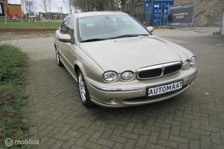 Jaguar X-type - 2.5 V6 Executive /AWD/*84328KM*/YOUNGTIMER/CLIMATE en CRUISE CONTROL/TREKHAAK/TELEF