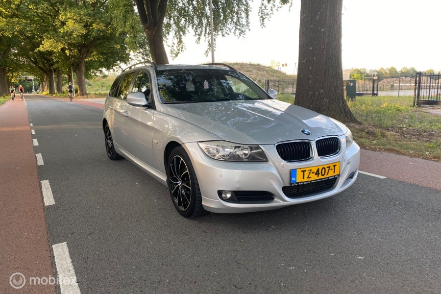 BMW 3-serie 320d 177 PK Business Line ECC/Navi/PDC Facelift