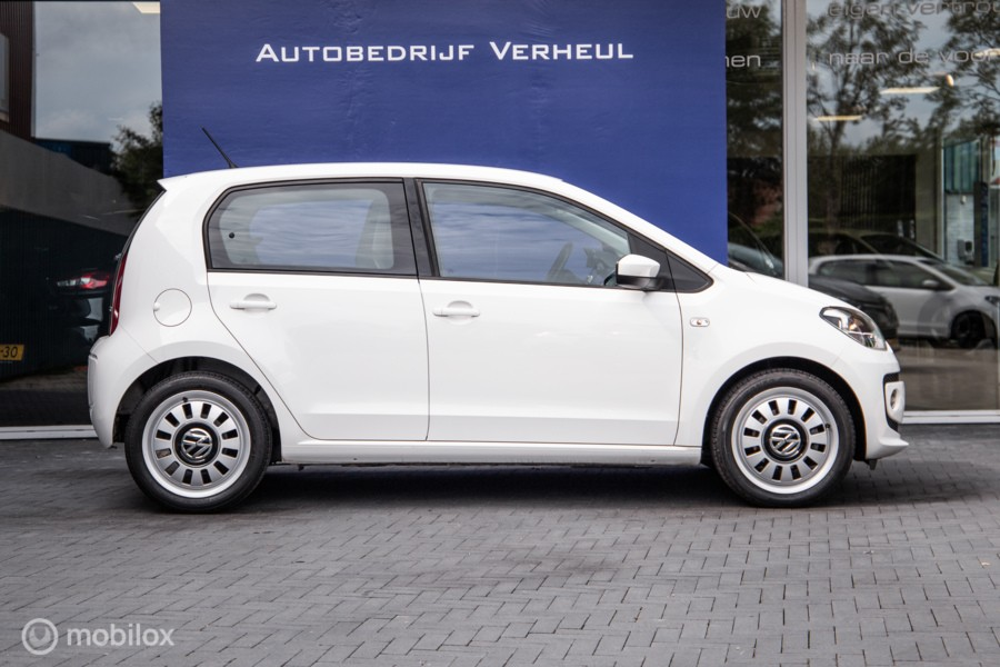 Volkswagen Up! 1.0 high up! BlueMotion 5Drs Navi Airco Cruise Parkeersensor Nap Boekjes