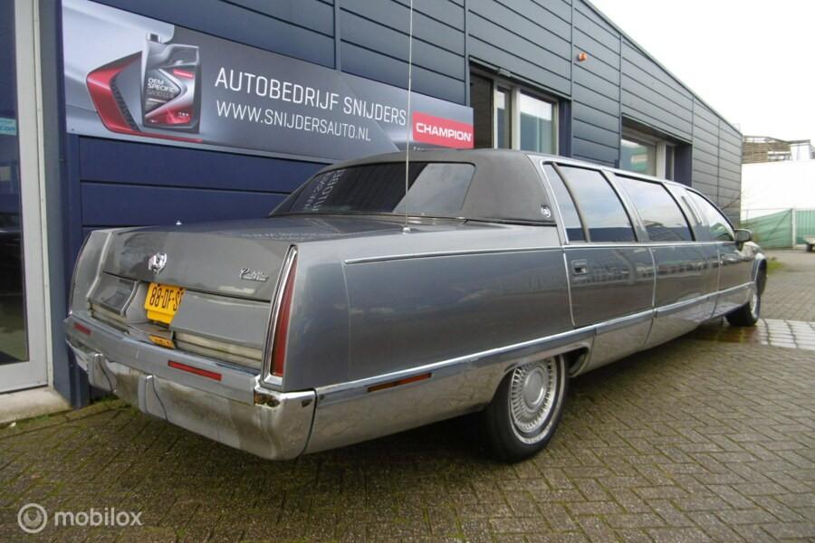 Cadillac Fleetwood Limousine Limo