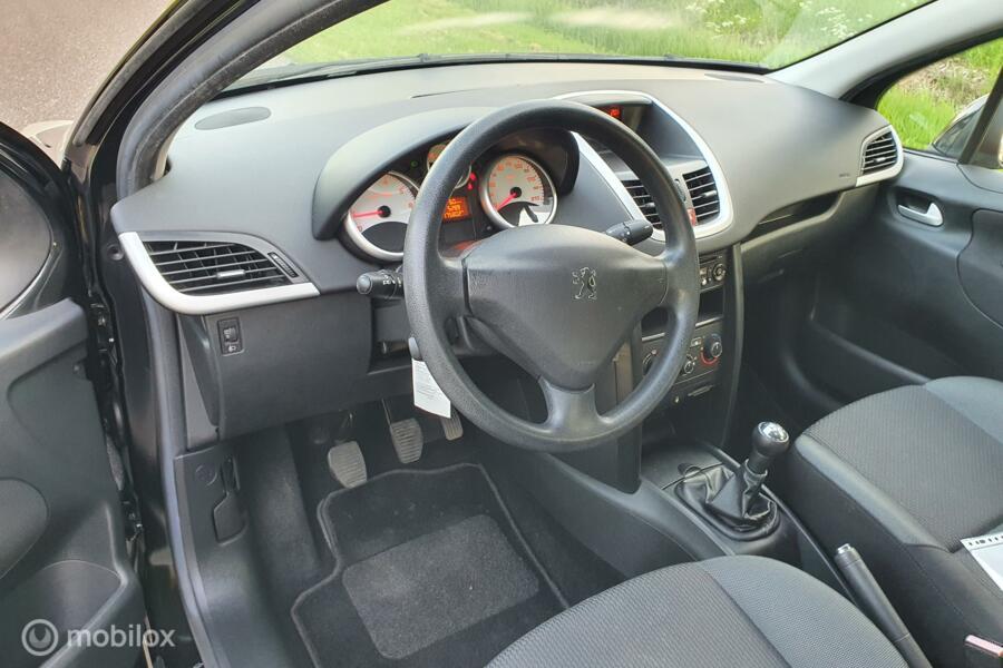 Peugeot 207 1.4 VTi X-Line zeer nette auto!