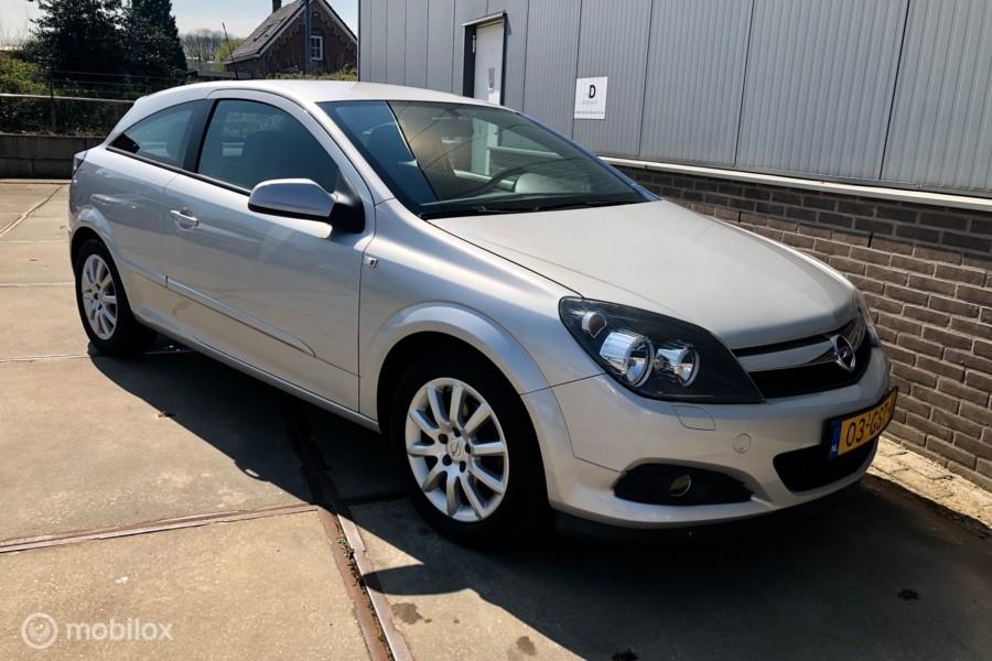 Opel Astra GTC 1.6 Temptation