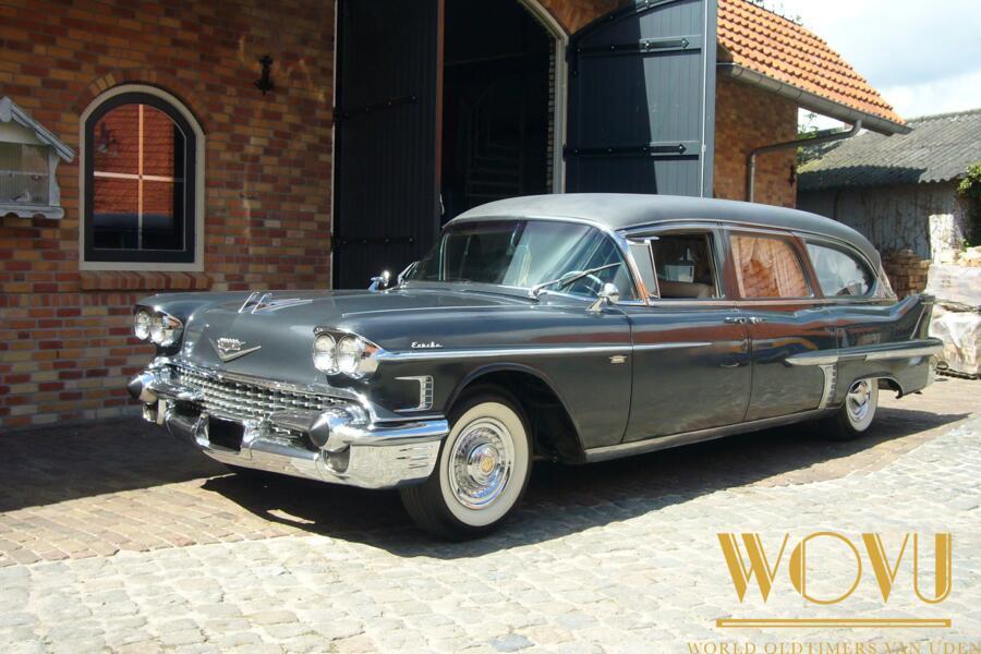 Cadillac 4 deurs hearse