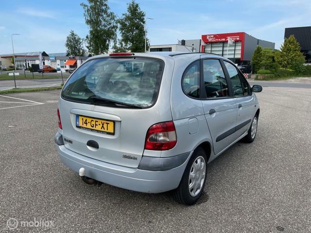 Renault Scenic 1.6-16V Elysée zeer goed onderhouden.