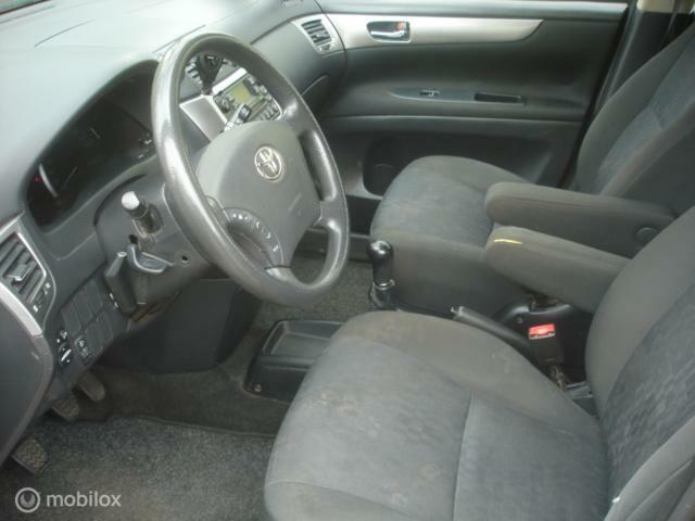 Toyota Avensis 2.0 D-4D 6 Pers. cruise-airco-navi APK 9-2021