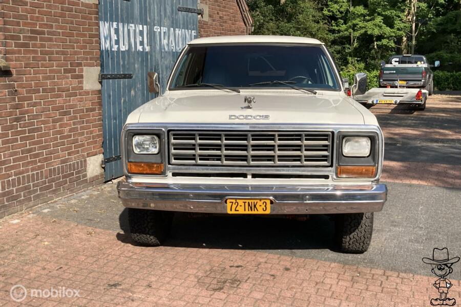 Dodge Ramcharger  4x4 w200 v8 chevrolet blazer ford bronco
