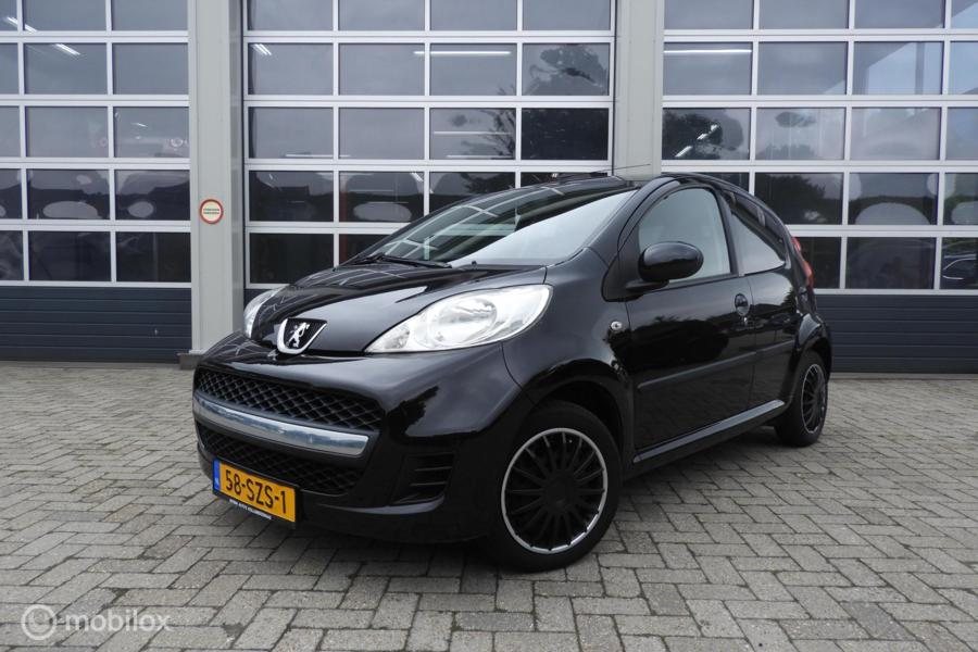 Peugeot 107 1.0-12V Black & Silver airco 5 drs