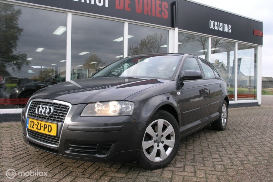 Audi A3 Sportback 1.6 Attraction Business Edit. Clima/Cruise