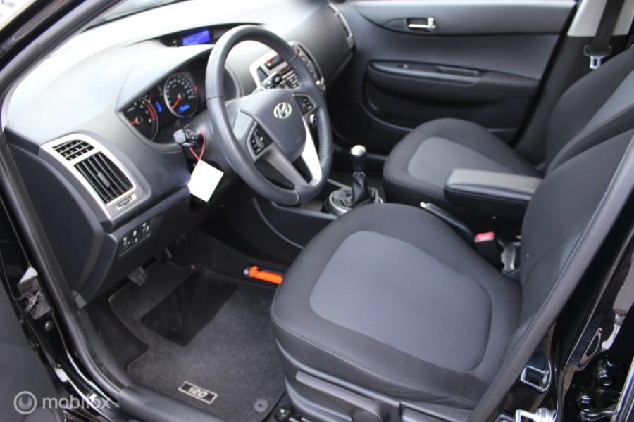 Hyundai i20 1.2i  dealer oh nap 1e eigenaar nieuw!