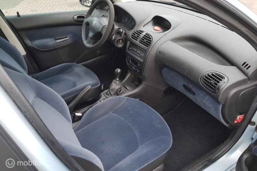 Peugeot 206 1.4 Gentry/5 DRS/CLIMATE CONTROL/NIEUWE APK !!