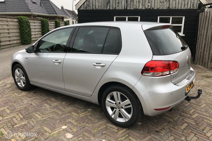 Volkswagen Golf 1.2 TSI Highline    Full Options!