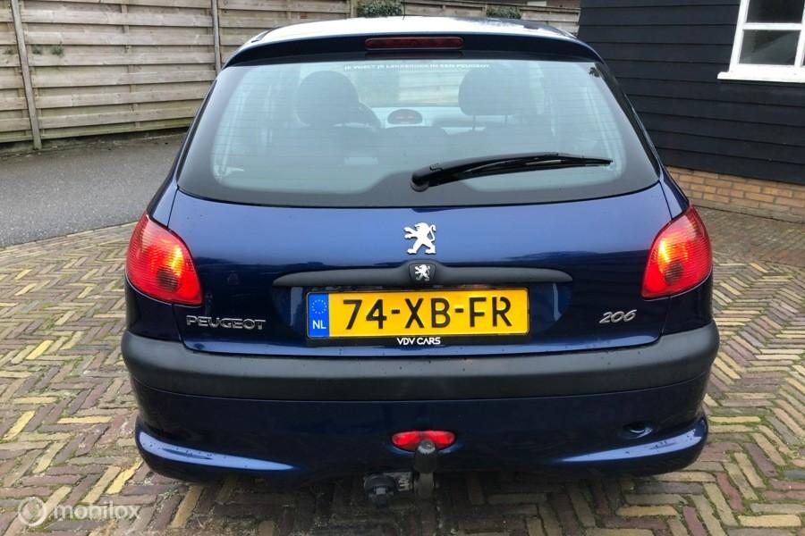 Peugeot 206 1.4i 75pk  5drs Airco elek pak trekh (Nwe APK)