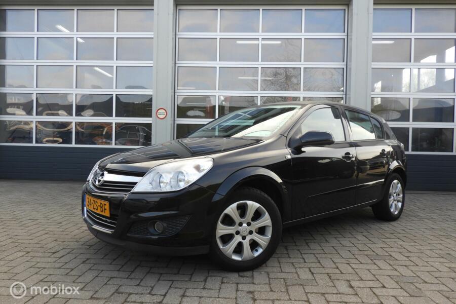Opel Astra 1.6 Executive navi