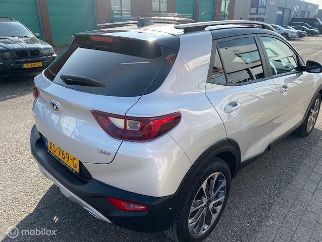 Kia Stonic 1.0 T-GDi DynamicPlusLine   Kleur : Zilver met Zwart dak
