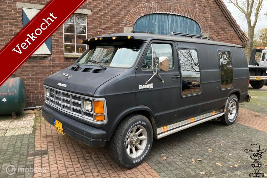 Dodge B350  (chevy van) bus lowtop 360! v8 automaat