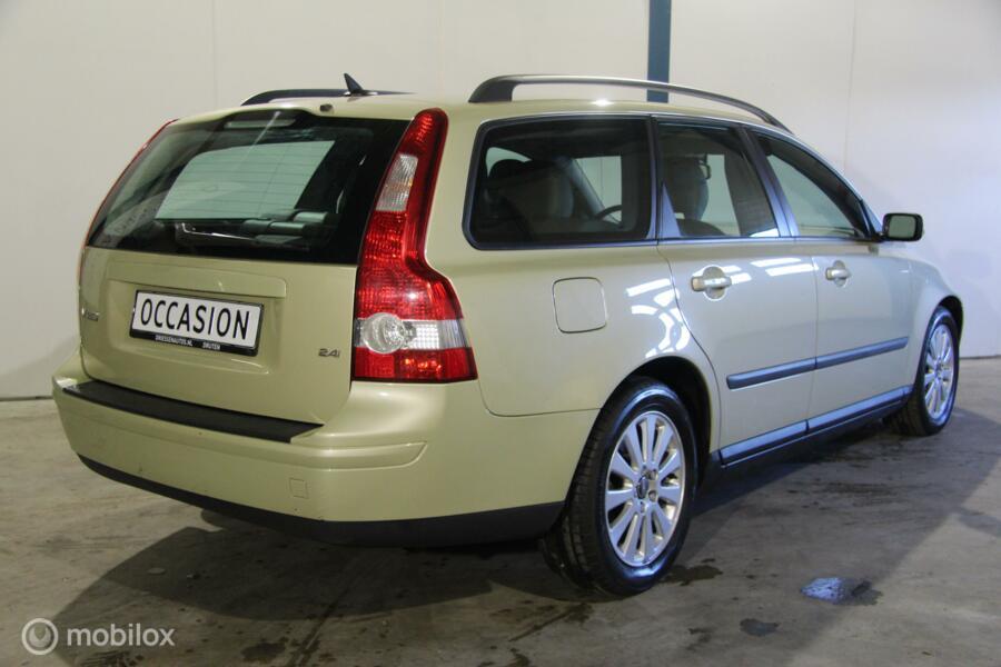 Volvo V50 2.4i Momentum 170PK/ZWART LEER