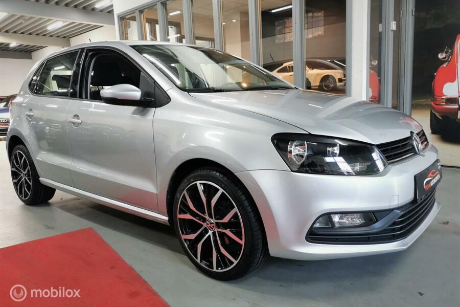 Volkswagen Polo 1.0 12-2014!! 5DRS NAVI CARPLAY  VELGEN BLEUTOOTH  NW APK  zeer nette staat