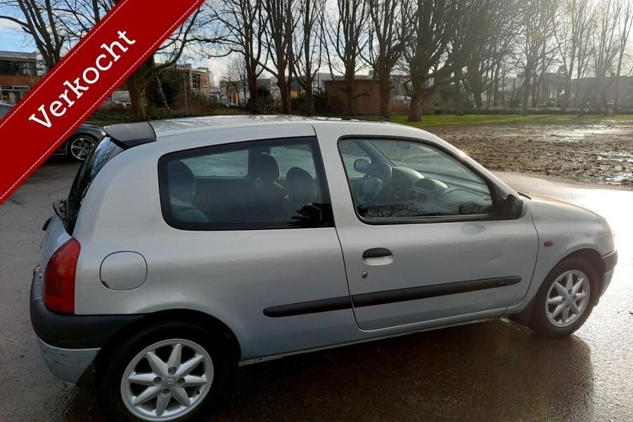 Renault Clio 1.4-16V Automaat Lage KM