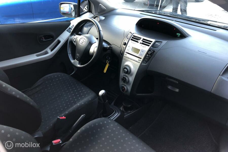 Toyota Yaris 1.0 VVTi +