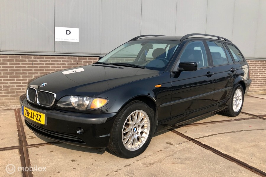 BMW 3-serie Touring 318i Executive?>