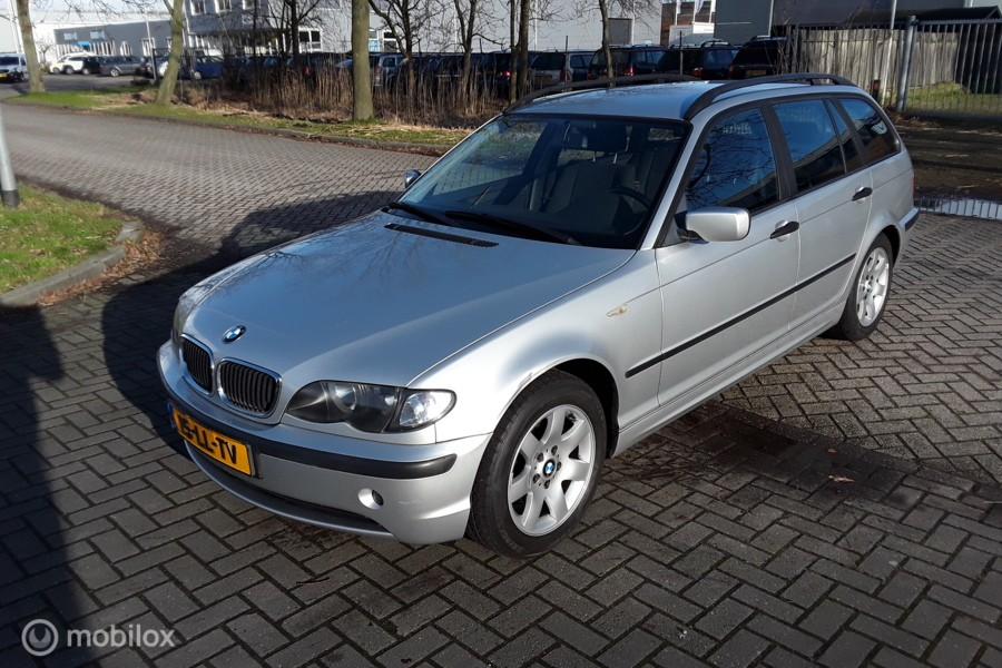 BMW 3-serie Touring 316i Black & Silver?>