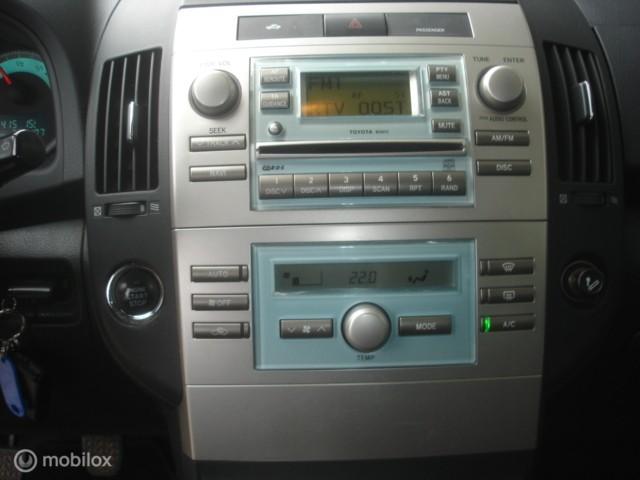 Toyota Corolla Verso 2.2 D-4D  6 bak - cruise - airco
