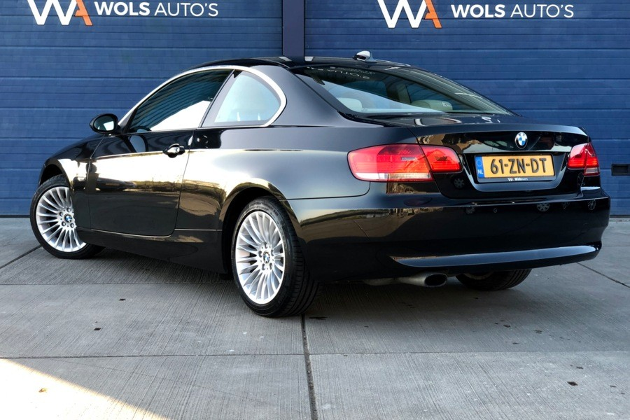 BMW 3-serie Coupé 320i High Executive / LEDER / NAVI / XENON / NL-AUTO!