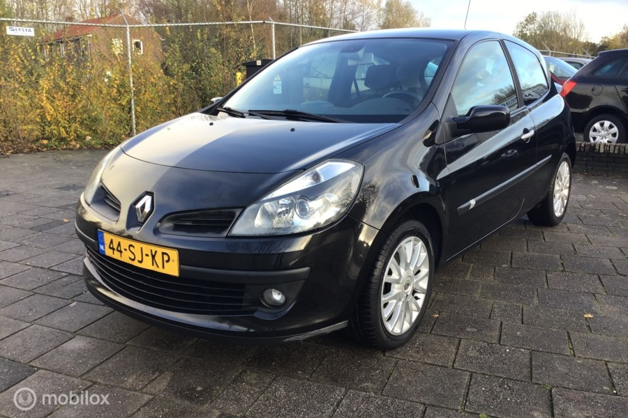 Renault Clio 1.6-16V Dynamique Luxe?>