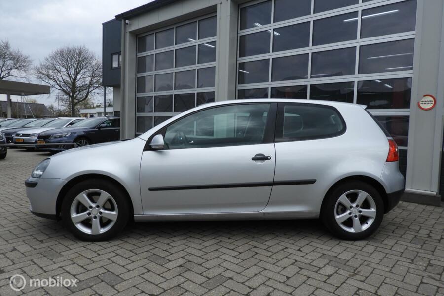 Volkswagen Golf 1.6 FSI Sportline
