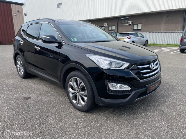 Hyundai Santa Fe 2.2 CRDi i-Catcher Op grijs kenteken.