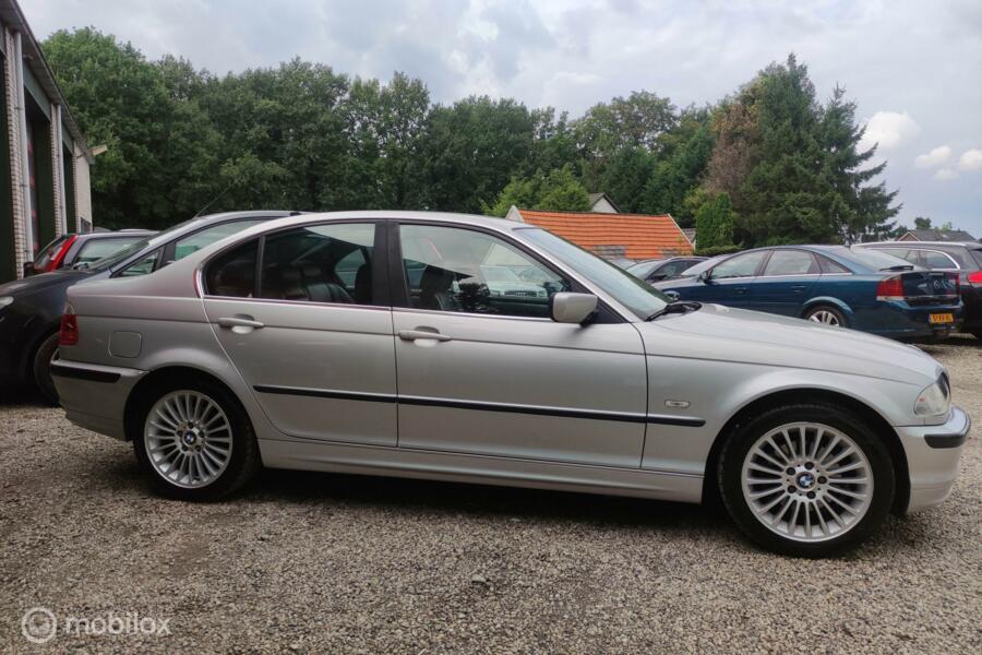 BMW 3-serie 320i Executive Automaat Clima Leder Navi NL-auto
