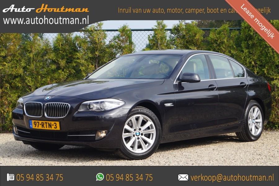 BMW 5-serie 523i High Executive AUTOMAAT LEDER/ECC/CRUISE/NAVI/PDC/LMV/211 PK/NU 15995,-