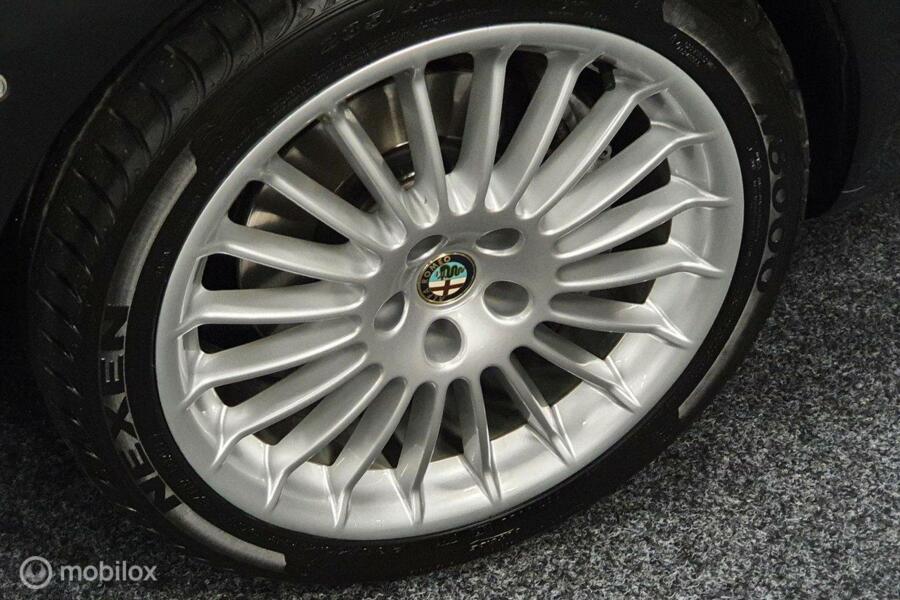 Alfa Romeo 166 3.2 V6 Distinctive Youngtimer uniek