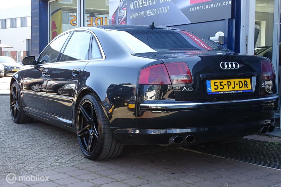 Audi A8 4.2 quattro All Black