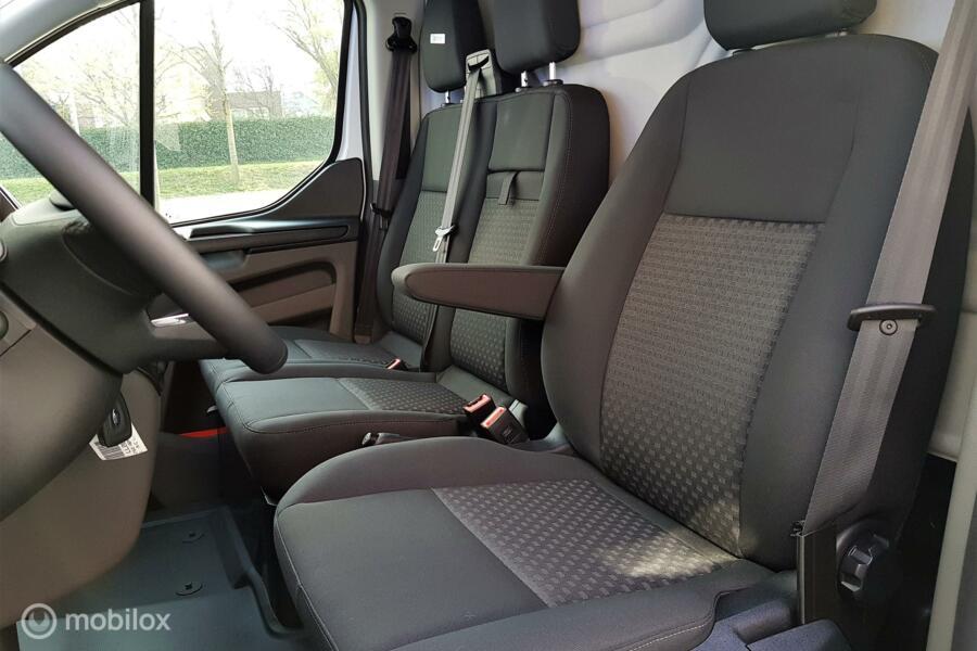 Ford Transit Custom 300 2.0 TDCI L2H1 131Pk Trekhaak 2800Kg Trekgewicht NIEUW-uit voorraad leverbaar !
