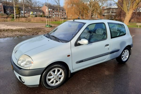Renault Clio 1.4-16V Automaat Lage KM